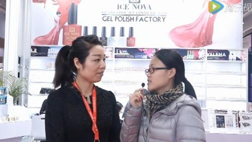 广东美博会现场冰朵接受毕加展览采访